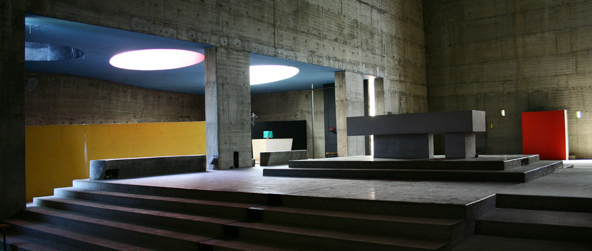 The corbusier convent of la tourette for Architecture le corbusier