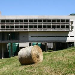 le_corbusier_la_tourette_building_exterieur