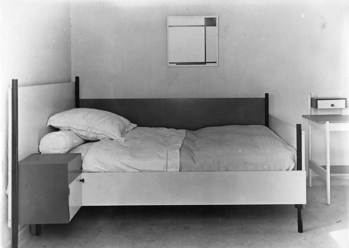 marie_laure_de_noailles-bed