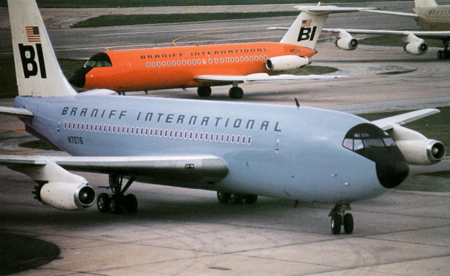 Braniff-planes-colorfulls